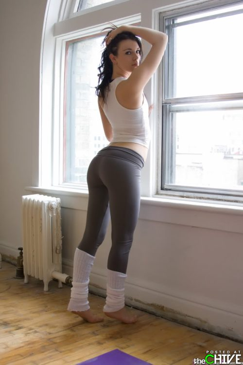 hot-girls-in-yoga-pants-6